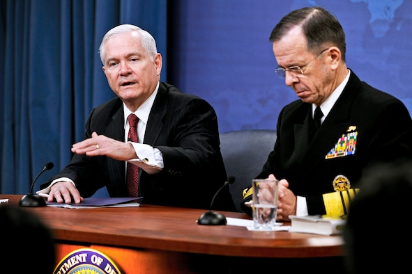 Defense Secretary Robert M. Gates makes a point during a Jan. 6, 2011, Pentagon news conference with Navy Adm. Mike Mullen, the chairman of the Joint Chiefs of Staff. (DOD photo/Air Force Master Sgt. Jerry Morrison)
