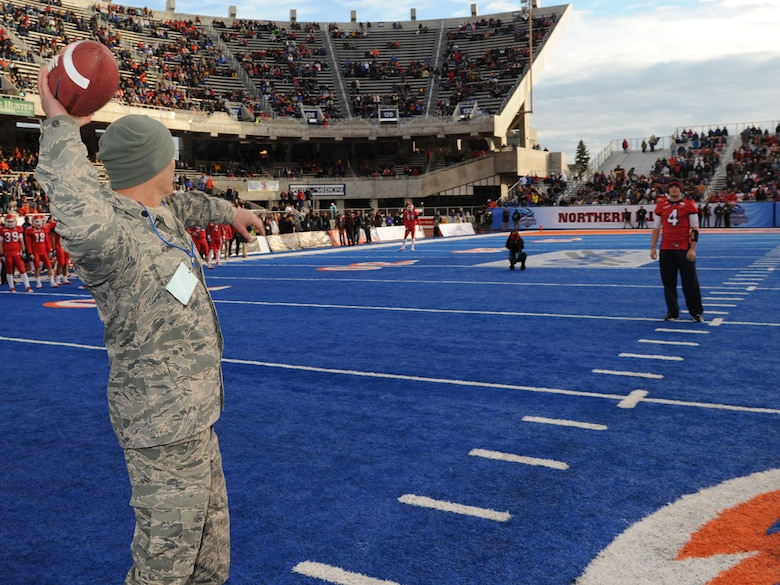"""124th Mission Support Group Deputy Commander Lt Col Neal Murphy throws the """"first pass"""" to Fresno State sophomore quarterback Derek Carr prior to the uDrove Humanitarian Bowl Dec. 18 at Bronco Stadium in Boise. Lt Col Murphy is a Fresno State alumn. The wing also supported the game with a four-ship flyover of A-10 aircraft. (US Air Force Photo by MSgt Tom Gloeckle)"""