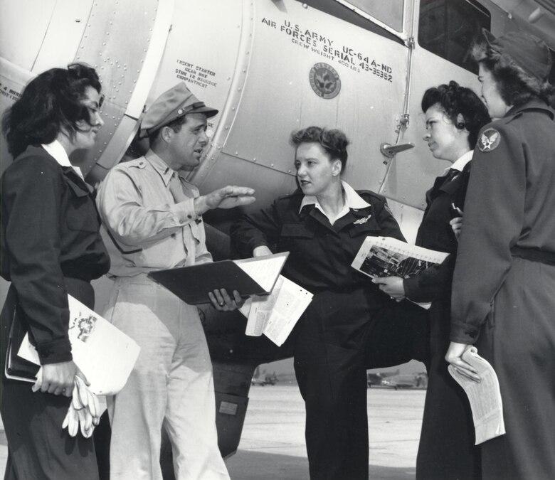 WASPs, Romulus AAF, 1944.