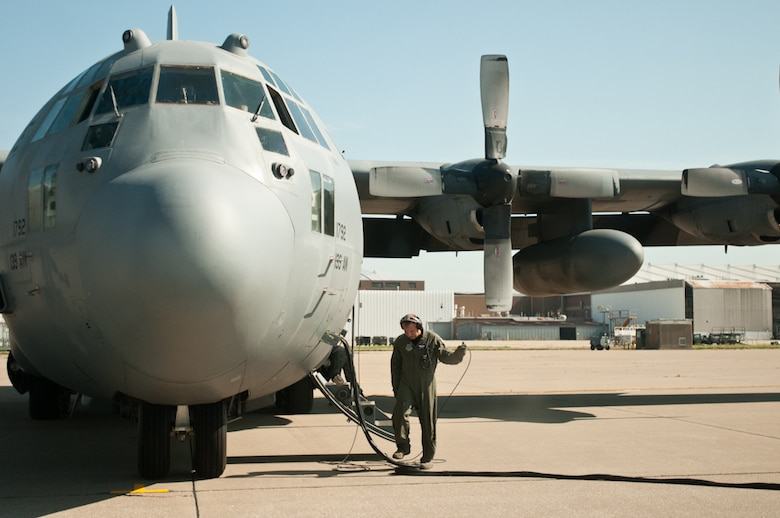 A flight crew member of the 139th Airlift Wing, Missouri Air National Guard, readies a C-130 for flight at the Kansas City International Airport in Kansas City, Mo., July 26, 2011. (U.S. Air Force photo by Senior Airman Katie Kidd)