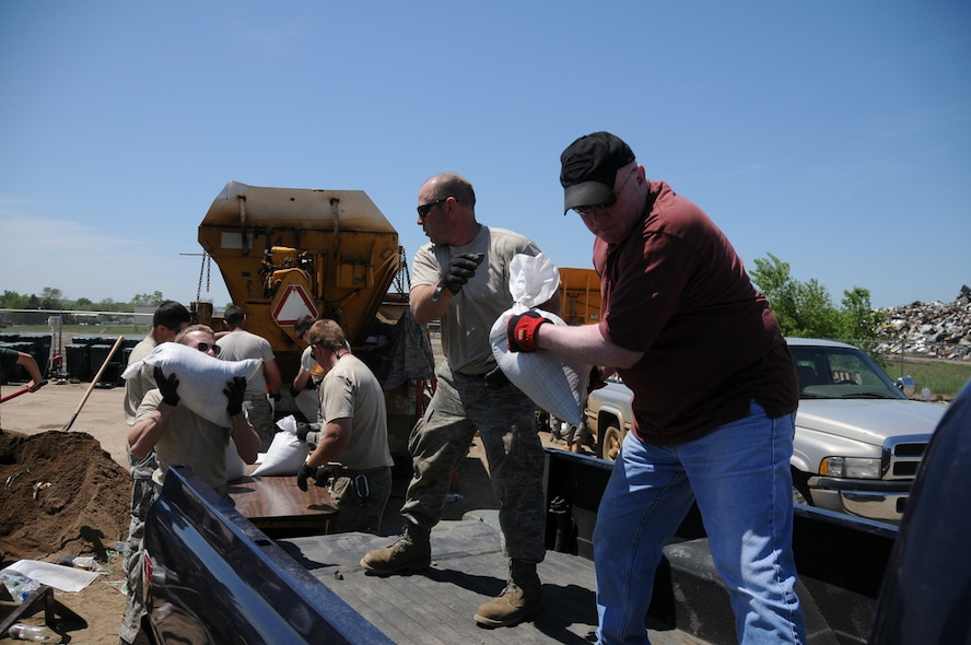 PIERRE, S.D. -- Tech. Sgt. Kevin Elder, a Crew Chief with the 114th Fighter Wing, assists Pierre resident Mark Barnett with another load of sandbags. More than 200 South Dakota Air National Guard Airmen were activated on May 30 as part of an effort to minimize flooding throughout the cities of Pierre and Ft. Pierre, S.D. More than 100 additional Airmen were activated on May 31 to Dakota Dunes, S.D., to assist with flood relief in that area of the state.(SDNG photo by Capt. Michael Frye, 114th Fighter Wing Public Affairs Officer) (RELEASED)