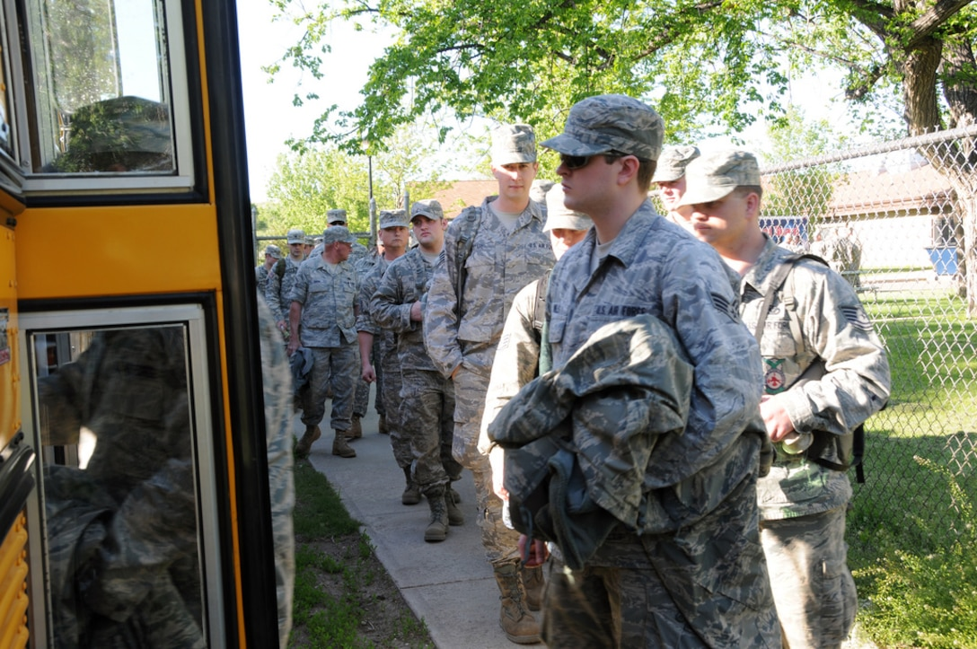 PIERRE, S.D. -- Airmen and Soldiers from the South Dakota National Guard prepare for their next shift during flood fighting efforts in Pierre and Ft. Pierre, S.D. More than 900 Soldiers and Airmen from the South Dakota National Guard are now supporting flooding efforts along the Missouri River throughout South Dakota. (SDNG photo by Capt. Michael Frye) (RELEASED)