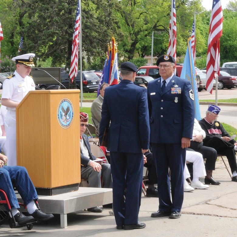 SIOUX FALLS, S.D. - Master Sgt. Terry Jones recieved the South Dakota Air National Guard Reservist of the Year award at the Armed Forces Day ceremony held in Sioux Falls, S.D. May 21.  Presenting the award was Capt. Joseph Hardin, 114th Security Forces Squadron commander.(Photo by Master Sgt. Nancy Ausland)(RELEASED)