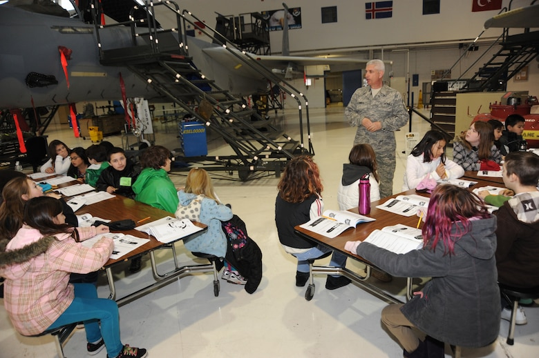 Oregon Air National Guard Senior Master Sgt. Stan Durfee of the 142nd Fighter Wing Aircraft Maintenance Squadron, talks to the 5th Grade class from Woodstock Elementary School in Portland, Ore., on January 19, 2011. Durfee is giving a tour as part of the Star Base education program that helps teach science and math skills to elementary children. (U.S. Air Force photograph by Tech. Sgt. John Hughel, 142nd Fighter Wing Public Affairs)