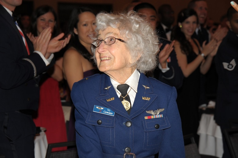 The audience gives Vi Cowden a standing ovation at the SMC Annual Awards banquet, March 11. A former WASP who flew fighter planes during WW II, she was acknowledged for her contribution to military aviation. (Photo by Joe Juarez)