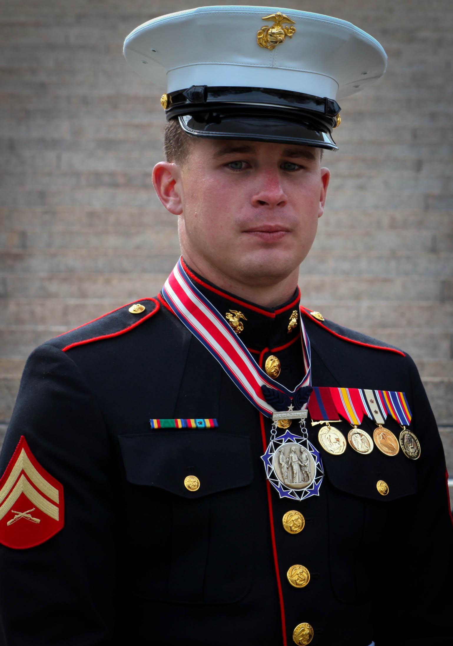Marine receives award on behalf of hero mother > 2nd ...