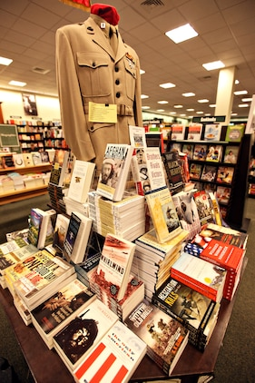Barnes and noble book stand