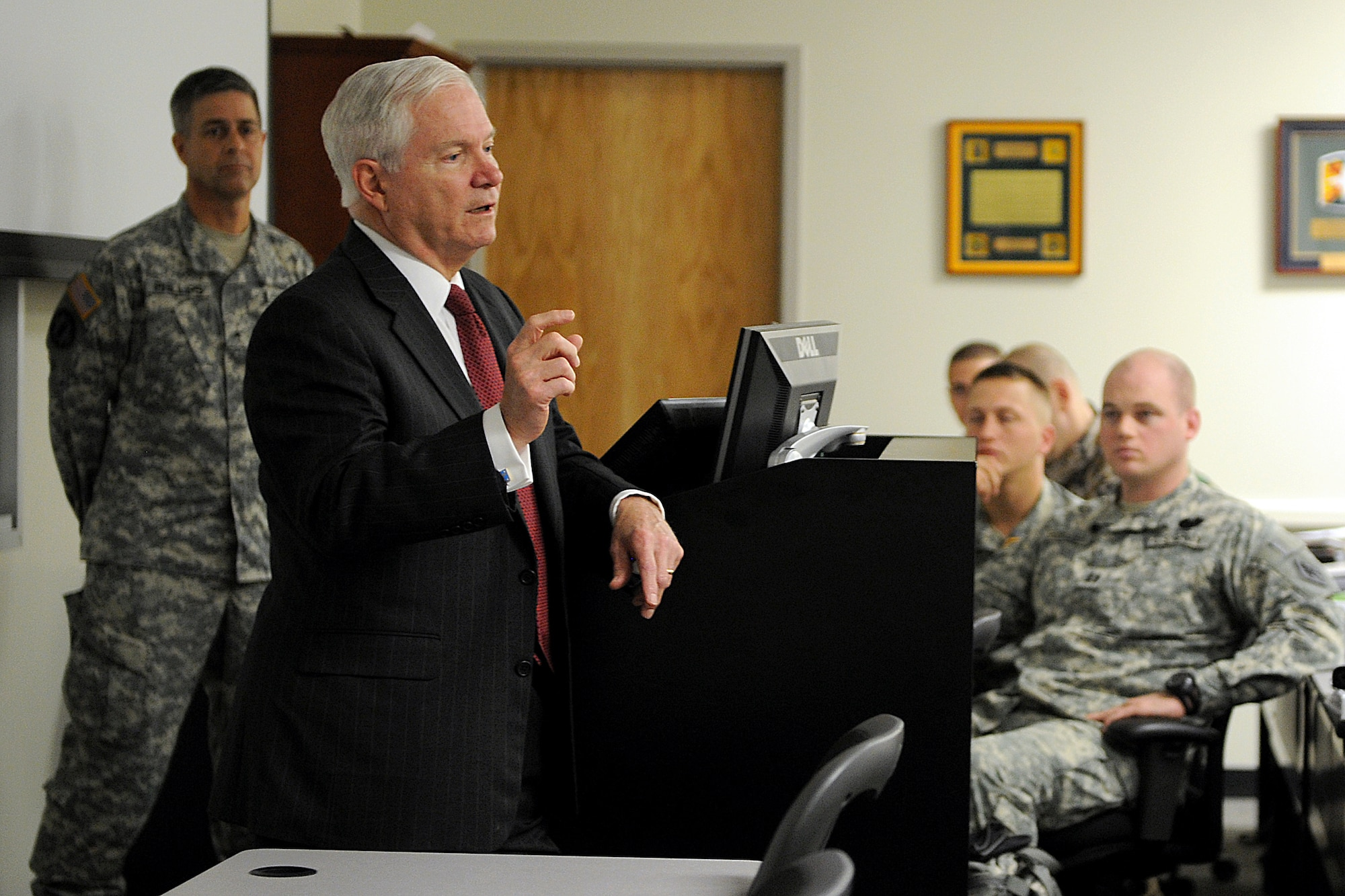Defense Secretary Robert M. Gates speaks with students at Ft. Leonard Wood, Mo.,  May 19, 2011.  (Defense Department photo/Cherie Cullen)