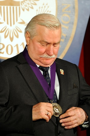 u s department of > photos > photo essays > essay view former polish president lech walesa looks at the 2011 ronald reagan centennial dom award he received