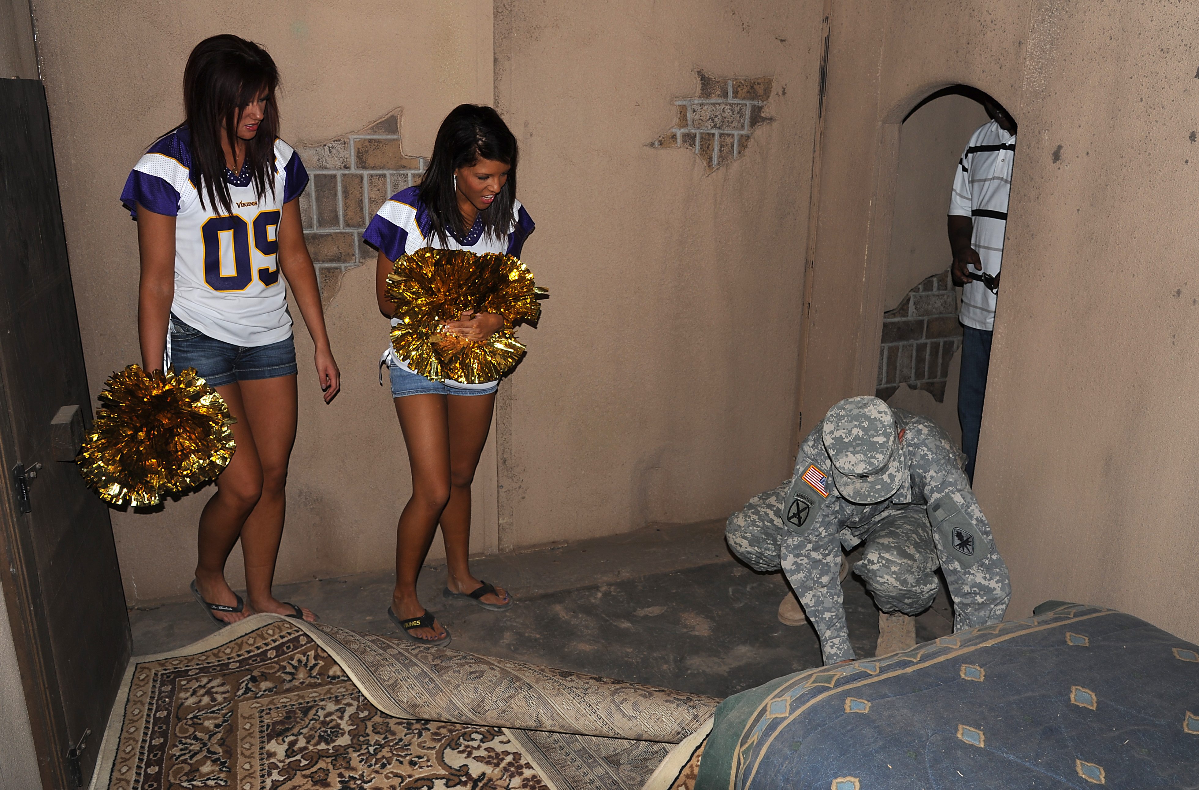 Cheerleader trap Caught in