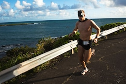 """Army Maj. Brian P. Hayes, who works at the Intelligence directorate at Pacific Command, leads the 2nd Annual General """"Howlin' Mad"""" Smith 5K back to Kailua Beach Park Oct. 29. Hayes, who also won last year's race, won with a time of 17 minutes, 20 seconds."""