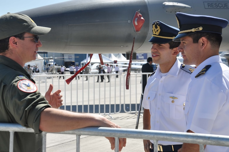 SANTIAGO, Chile – Lt. Col. Peter Greenburg, an F-16 pilot with the 149th Fighter Wing, answers questions about the F-16 from a spectator at FIDAE air show in Santiago, Chile, March 29.  FIDAE is yet another example of how Airmen can learn from one another in the cockpit, on the ground and in the community. (U.S. Air Force photo/Master Sgt. Kelly Ogden)