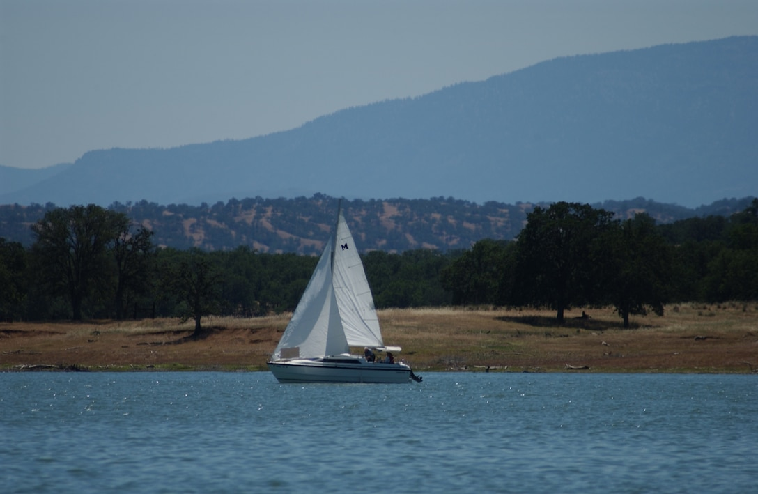 Sailing with a view of the mountains at Black Butte Lake