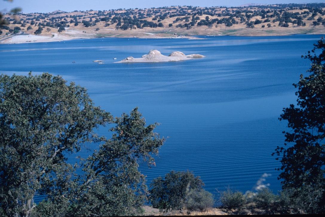 Beautiful Hensley Lake scene