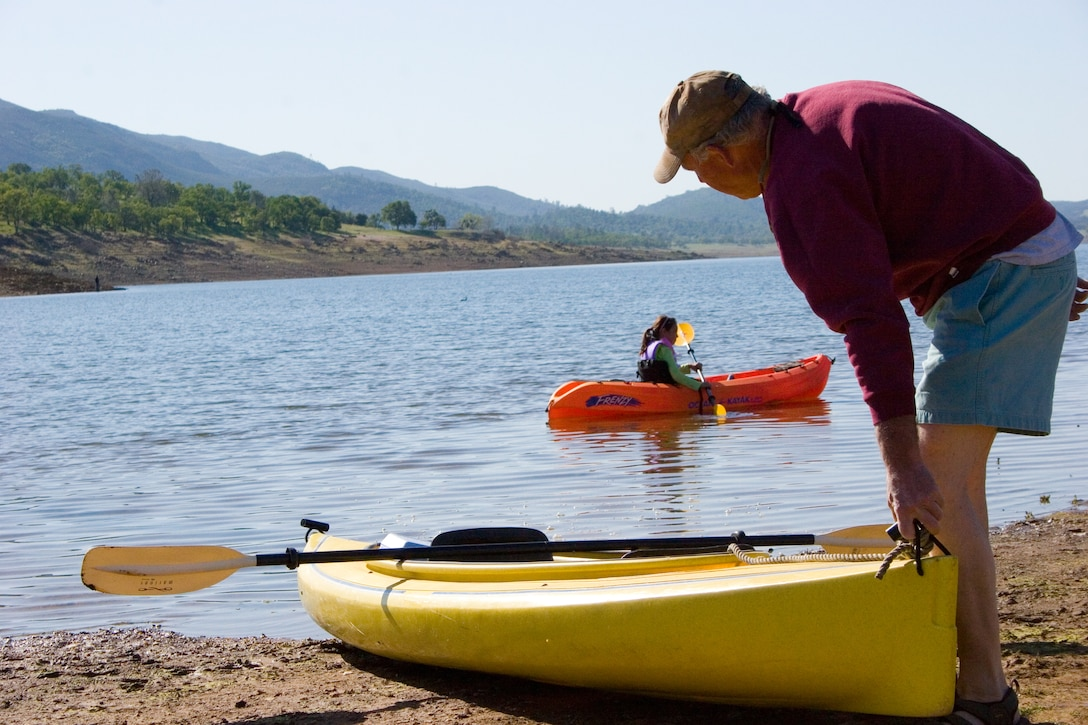 A dad and daughter set out to paddle in lovely New Hogan Lake.