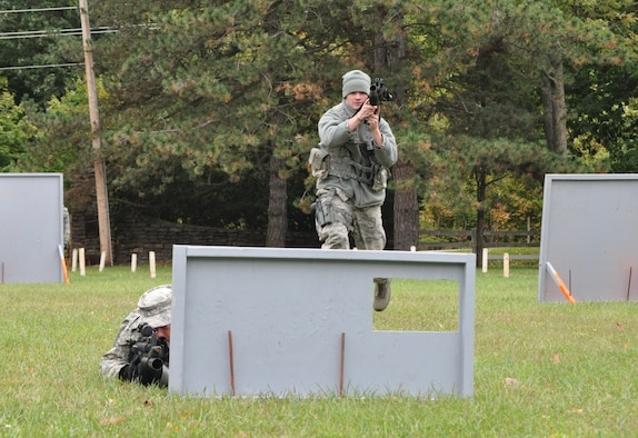 WRIGHT-PATTERSON AIR FORCE BASE, Ohio - Members of the 445th Security Forces Squadron conduct weapons maneuver exercises during a squadron exercise at Wright-Patterson Air Force Base, Ohio, Oct. 1. (U.S. Air Force photo/Tech. Sgt. Jeremy Caskey)
