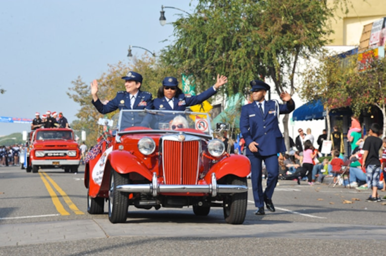 Lieutenant General Ellen Pawlikowski, SMC commander, and Command Chief Master Sgt. Carol Dockery wave to the crowds during the El Segundo Holiday Parade, Dec. 9.  (Photo by Sarah Corrice)
