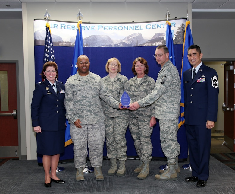ARPC recruiters earn award > Air Reserve Personnel Center