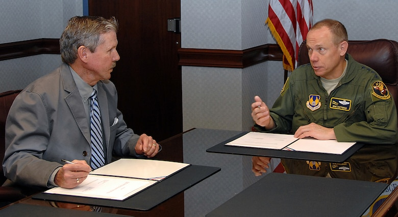 AFMC, AFGE union officials reach labor agreement > Air Force