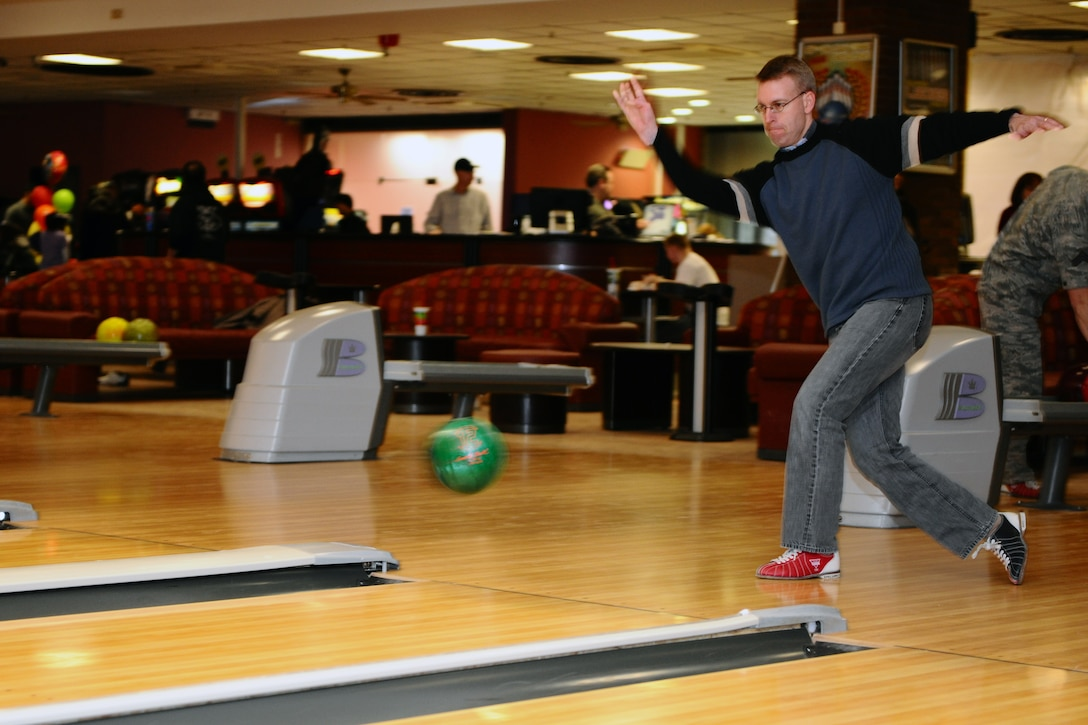 """SPANGDAHLEM AIR BASE, Germany – Lt. Col. Greg Buckner, 52nd Maintenance Group vice commander, throws a bowling ball down a lane during the """"Commanders vs. Chiefs"""" bowling tournament inside the Eifel Lanes Bowling Center here Feb. 3. The chiefs surmounted the commanders with a total score of 1491 - 1443. The two teams consisted of six chiefs and six commanders from various base groups and squadrons. (U.S. Air Force photo by Airman 1st Class Dillon Davis/Released)"""