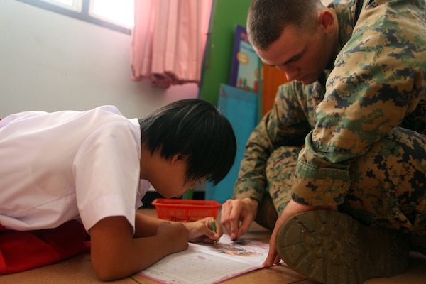 31st MEU Marines and Sailors entertain orphans in Thailand ...