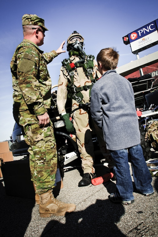 Pararescue troops showcase rappelling skills at U of L's ...