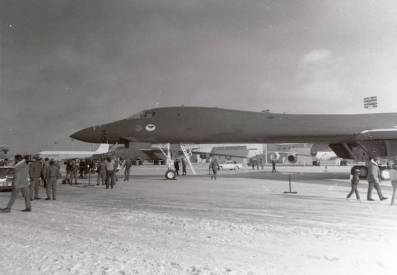 The 28th Bomb Wing's first B-1B Lancer, Wings of Freedom, arrives at Ellsworth AFB, S.D., Jan.21, 1987.