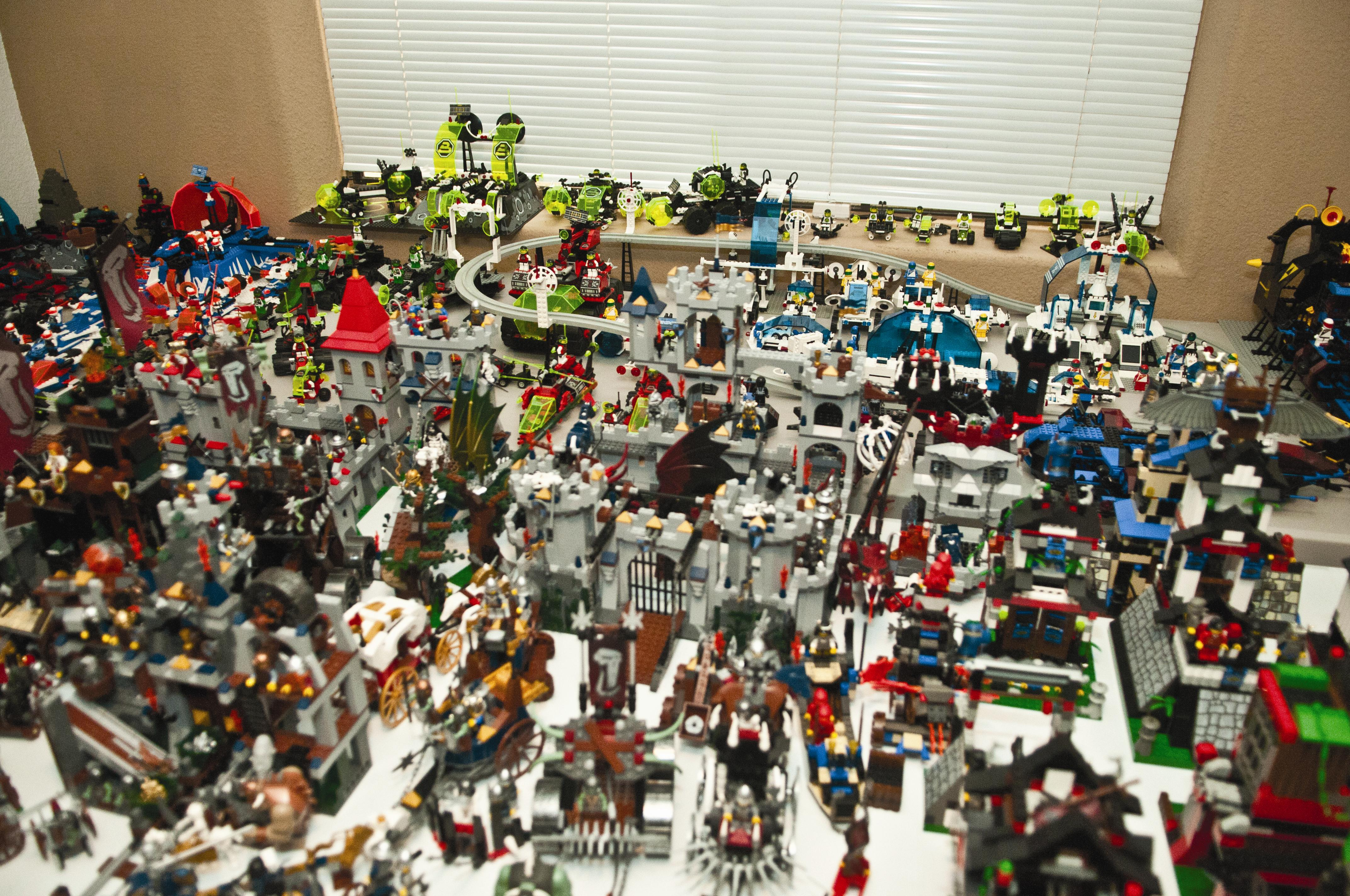 Marine sets Lego world record > Marine Corps Air Station