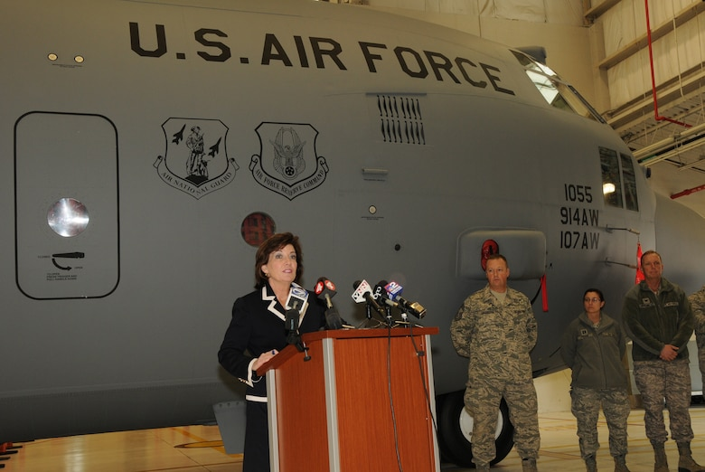 On Tuesday, Jan 31st, Congresswomen Kathy Hochul representing the 26th District of New York visited the Niagara Falls Air Reserve Station. (Air Force Photo/Senior Master Sgt. Ray Lloyd)
