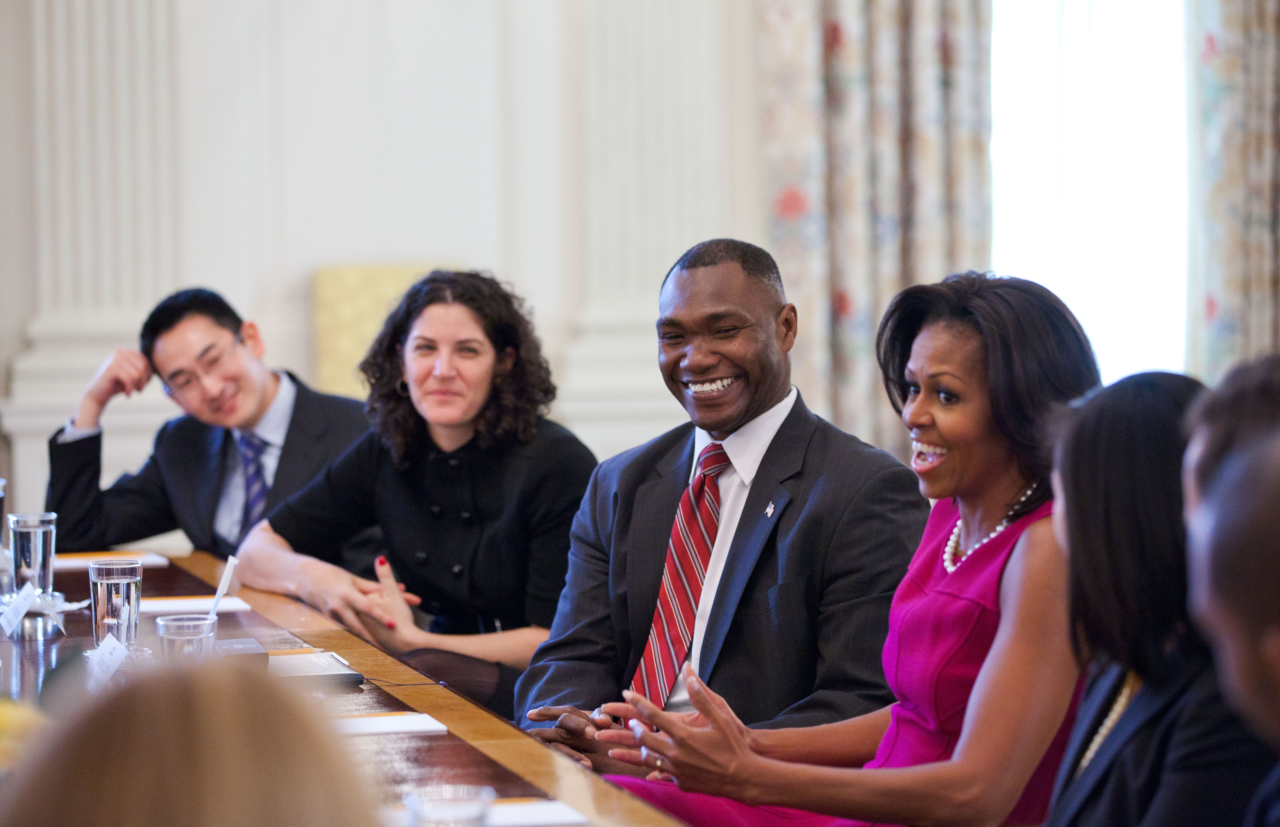 Photos lt col rodney lewis joins other white house fellows in a meeting with first dzzzfo