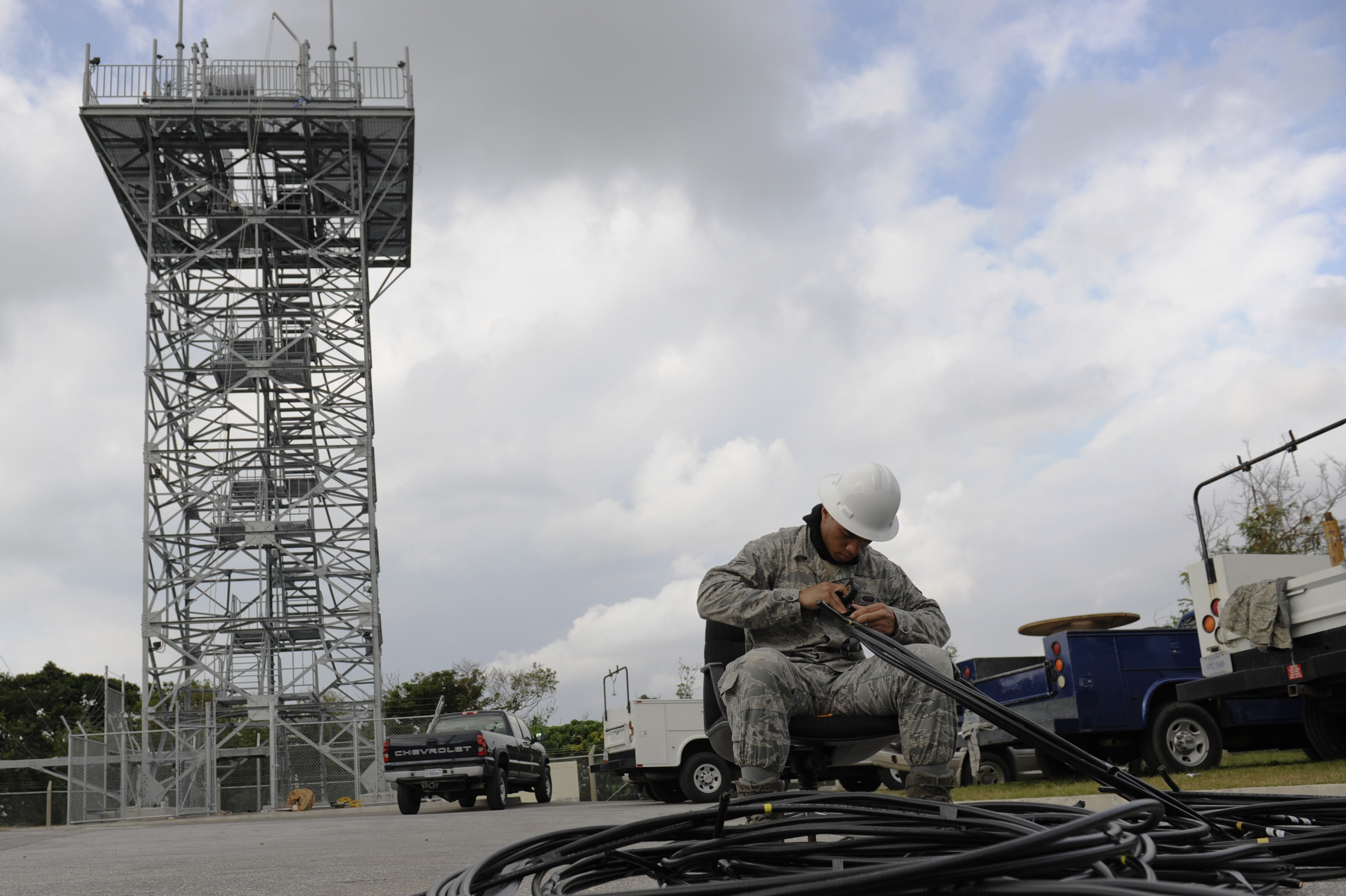 18th CS replaces PACAF's largest air-to-ground communication antenna