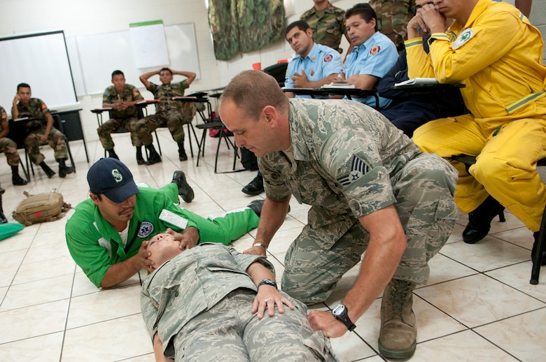 Nelson Alexander Rivas Bueno, a volunteer member of the Green Cross, demonstarates his best practice to Tech. Sgt. Shawn Theberge during a subject matter expert exchange with members of the Salvadoran Army and other local civil authorities June 27. Members of the 157th Medical Group are in El Salvador for the exchange as part of the New Hampshire and El Salvador state partnership program. (N.H. National Guard photo by Tech. Sgt. Mark Wyatt/RELEASED)
