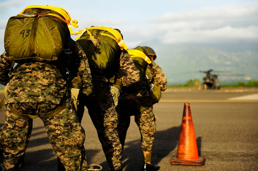 SOTO CANO AB, Honduras – Honduran paratroopers stand ready to load a CH-47 Chinook helicopter during a combined airborne exercise at Joint Task Force-Bravo. (U.S. Air Force photo by 1st Lt. Christopher Diaz)