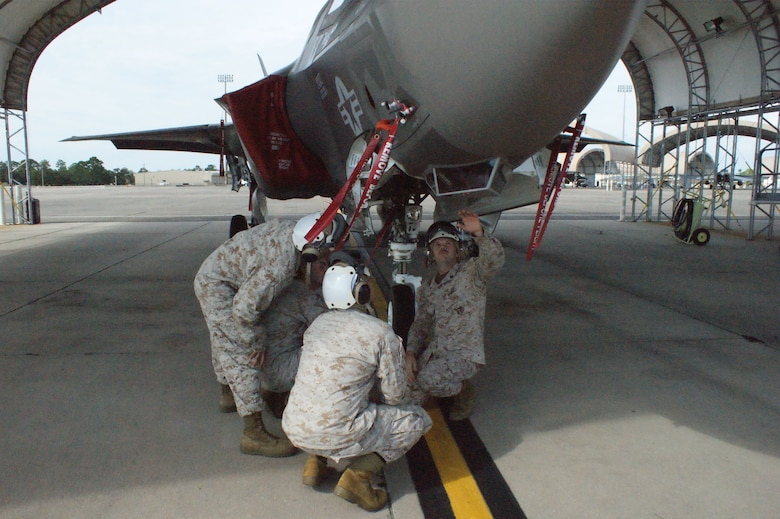 Students learn about F-35 Lightning II joint strike fighter landing gear from USMC Staff Sgt. Christopher Johnson (right) during training at Eglin Air Force Base, Fla., Jul. 19, 2012.  The USMC is standing up their first-ever field training detachment with the 372nd Training Squadron Detachment 19 at Eglin, part of the 982nd Training Group at Sheppard Air Force Base, Texas. (U.S. Air Force photo/Dan Hawkins)