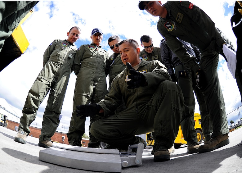 Staff Sgt. Jorge Borges, 571st Mobility Support Advisory Squadron loadmaster air advisor, explains how the portable scales work during the pallet build-up seminar June 6 at Commando Aéreo de Transporte Militar, Bogota, Colombia.  (U.S. Air Force photo by Tech. Sgt. Lesley Waters)