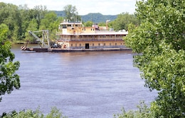 39 Big Bannana Boat 39 Dredge Thompson Takes Final Voyage On Mississippi River Headquarters U S
