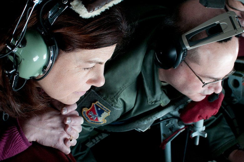 PEASE AIR NATIONAL GUARD BASE, N.H. -- U.S. Sen. Kelly Ayotte watches Master Sgt. Gary Howard, 133rd Air Refueling Squadron, refuel a C-17 high above N.H. Thursday during a refueling mission. Sen. Ayotte flew with the N.H. Air Na-tional Guard after posthumously presenting a medal decoration to a WWII Army National Guard member. (National Guard photo by Tech. Sgt. Mark Wyatt/RELEASED)