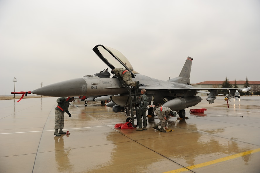 KONYA, Turkey – Maintainers from the 480th Fighter Squadron, Spangdahlem Air Base, recover an F-16 Fighting Falcon after a mission during Exercise Anatolian Falcon 2012. During the bilateral training exercise the squadron will fly missions including air interdiction, attack, air superiority, defense suppression, airlift, air refueling and reconnaissance. (U.S. Air Force photo/Staff Sgt. Benjamin Wilson)