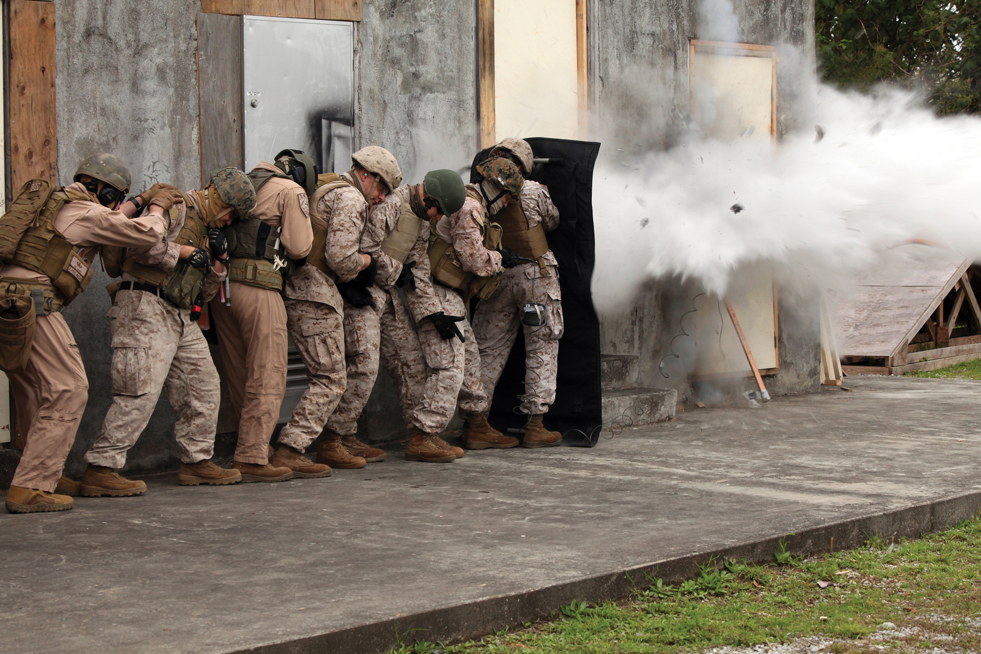 Download Hi-Res Photo ... & Marines open doors during breach training u003e Marine Corps ...