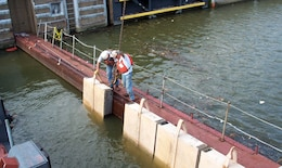 PENNSYLVANIA — The U.S. Army Corps of Engineers Pittsburgh District Repair Party installs a needle dam at Montgomery Locks and Dam on the Ohio River near Monaca, Pa.