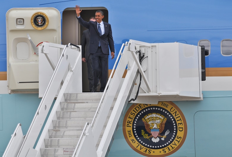 BBUCKLEY AIR FORCE BASE, Colo. -- President Barack Obama waves to the crowd as he gets ready to exit Air Force One after landing here May 23, 2012. Obama was escorted to downtown Denver where he made a public appearance. (U.S. Air Force photo by Senior Airman Christopher Gross)