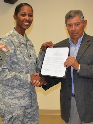 District Commander Lt. Col. Antoinette Gant and ESCAFCA Chairman Sal Reyes sign an agreement to study spoil bank levees along the east side of the Rio Grande near the Town of Bernalillo, N.M.