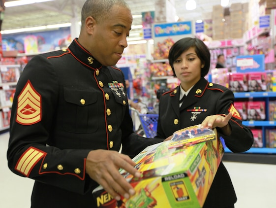Nyc Toys For Tots Marines : Toys for tots putting smiles on the faces of children