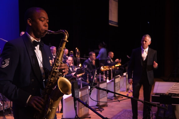Technical Sgt. Grant Langford performs with guest artist Joe Locke during the Nov. 9, 2012 Jazz Heritage Series concert (Photo by Rob Mesite)