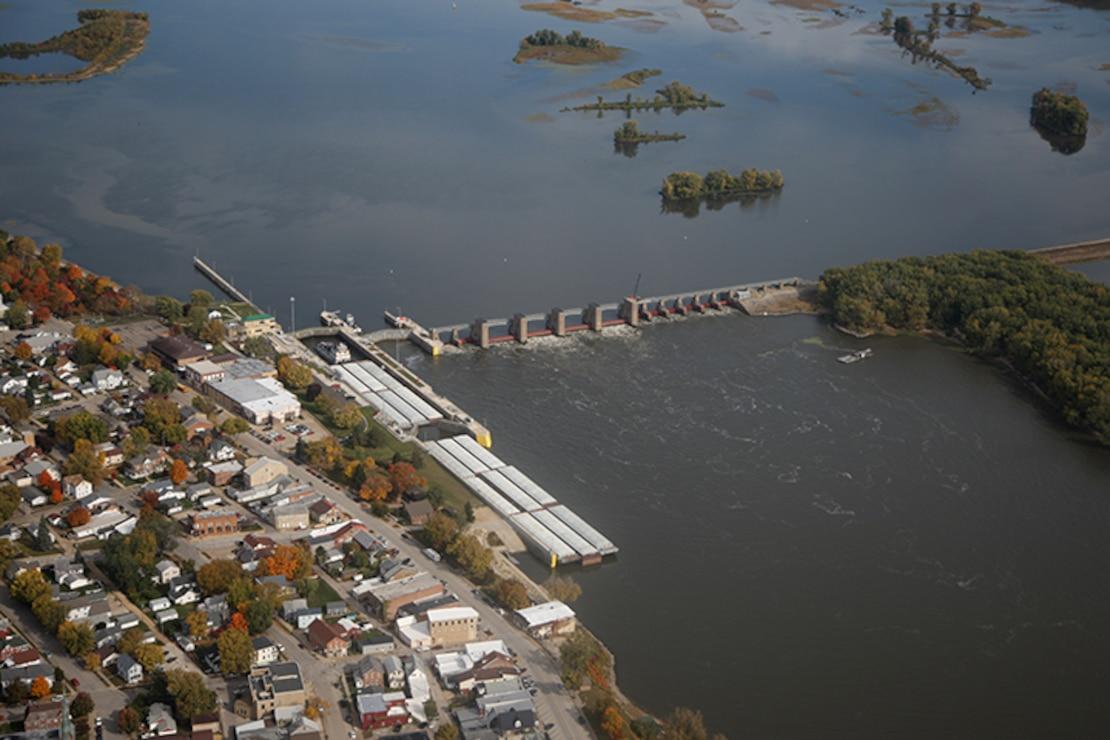 Lock and Dam 10, Guttenburg, Iowa. Upper Mississippi River mile 615.0