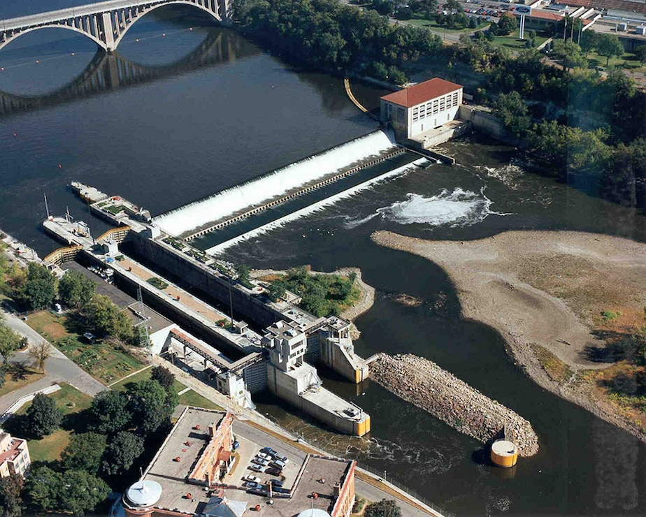 Aerial photo of Lock and Dam 1