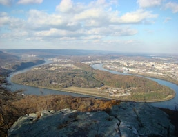 An image of Moccasin Bend located on the Tennessee River in Chattanooga, Tenn. (USACE photo)