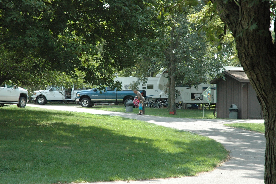 Campers in Whitebreast Campground