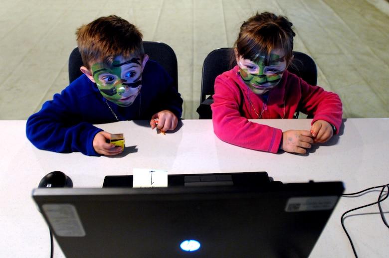 Afbeeldingsresultaat voor skype with kids
