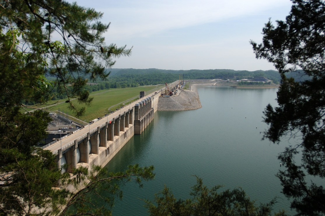 Wolf Creek Dam work crews achieve safety record